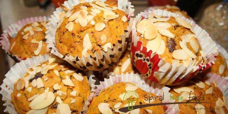 MUFFINS ALLO YOUGUT, MIRTILLO ROSSO E CANNELLA http://www.spiraltreefood.it/muffins-vegan-al-mirtillo-rosso-e-cannella/