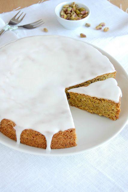 Lemon-frosted pistachio cake / Bolo de pistache com cobertura de limão siciliano by Patricia Scarpin, via Flickr