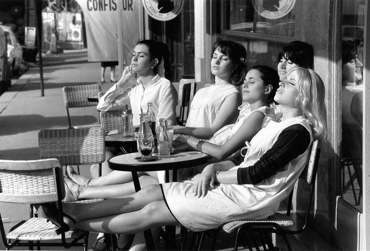 Les coiffeuses au soleil. Paris. 1966. Photographer: Robert Doisneau