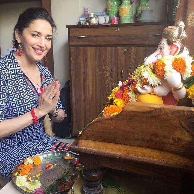 Lord Ganpati: Celebrities selfie with ganpatiji | Ganesh Names, Ganesh Mantra…