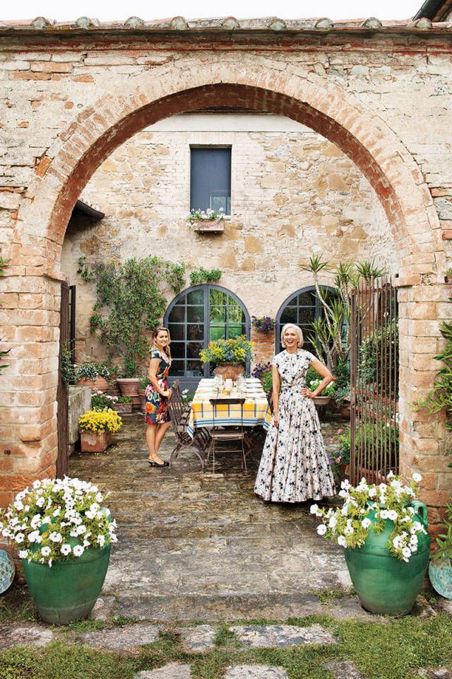 Under the tuscan sun eileen guggenheim house tuscan for Tuscan courtyard landscaping