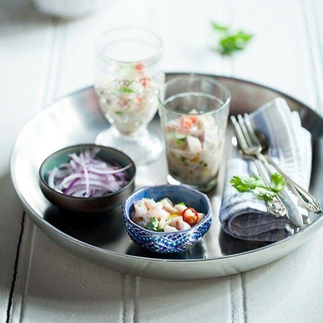 Ceviche aperitivo   Receita Panelinha:  O ceviche é um prato tradicional no Peru. É feito com peixe cru marinado no suco de limão, cebola e pimenta.