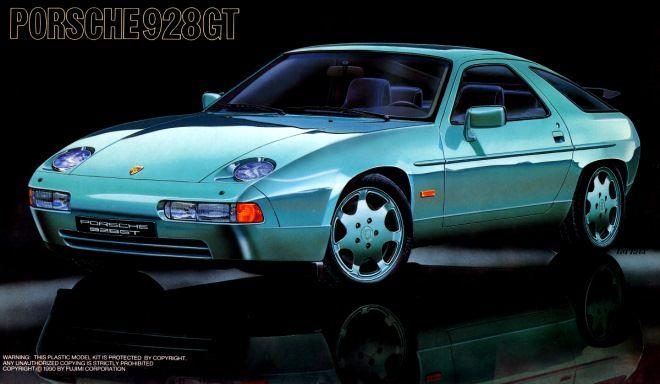 """ポルシェ 928GT フジミ(FUJIMI):プラモデルキットの箱絵。  ポルシェPORSCHE928GT ゲンゴロウのようでカエルのようなスタイルの""""911""""でなければ ポルシェではないという風潮があって、 928はポルシェと認識してくれないようだ。 V8 5000ccのエンジンで、最高出力 320ps。"""