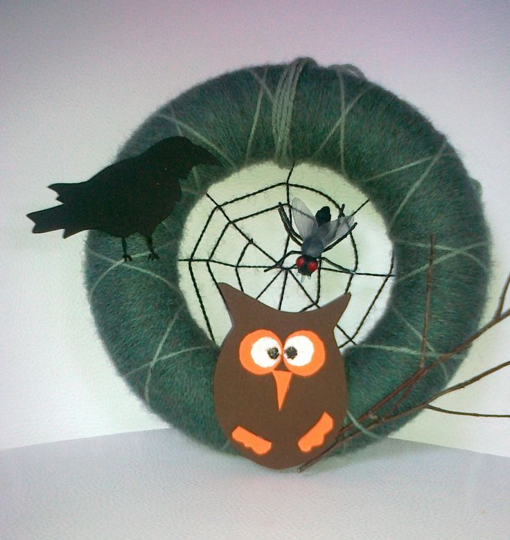 door decoration with owl and crow - for a happier Halloween :)