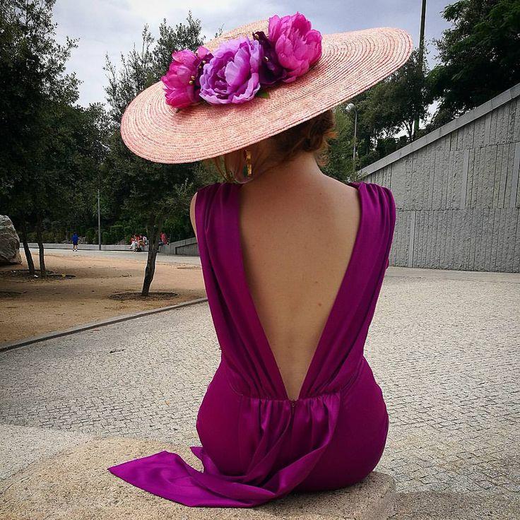 """572 Me gusta, 11 comentarios - Miss Daisy (@missdaisyatelier) en Instagram: """"Espaldas espectaculares de @lamieldemariana que parecen estar hechas para las #pamelas MissDaisy …"""""""