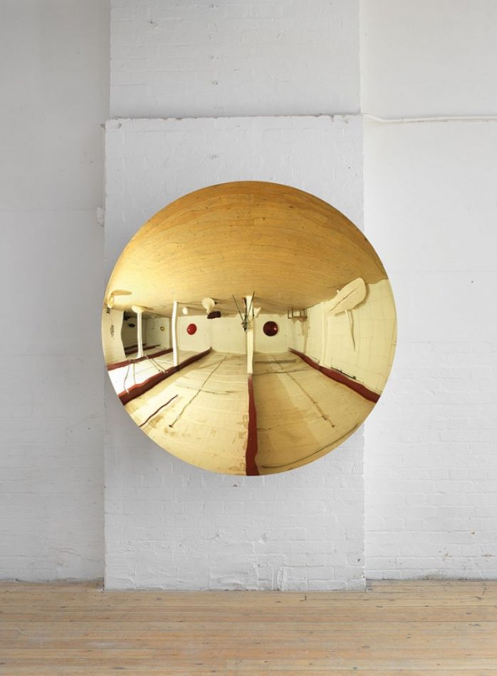 Gold sculpture by Anish Kapoor. - #art #sculpture #anishkapoor #gold #interiordesign #homedecor #josephcarinicarpets