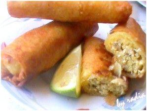 J'ai dégusté la pastilla chez une amie marocaine et j'ai eu l'idée de la préparer façon bourek mais sans les amandes et je peux vous dire que toute la famille à apprècié et c'est vraiment bon. Ingrédients - des feuilles de bricks - Moitié d'un poulet...