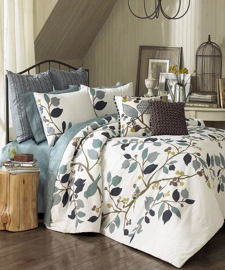 Vue Paradiso Reversible Comforter Set