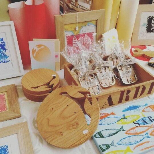 Crabes en bois faits main pour la table(dessous de plat, planche à découper, décoration) avec les sardines Listao (sur Etsy)☆handmade wood crabs for your table!(mat, choppingboard, decor) with Listao sardines (on Etsy)