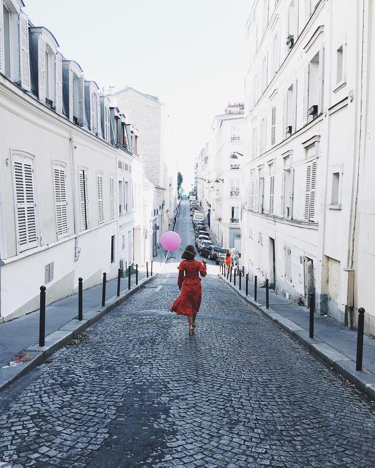 6,476 отметок «Нравится», 389 комментариев — Anna Dawson 🎈 (@theballoondiary) в Instagram: «Mon village ❤️ #Montmartre 🎈»