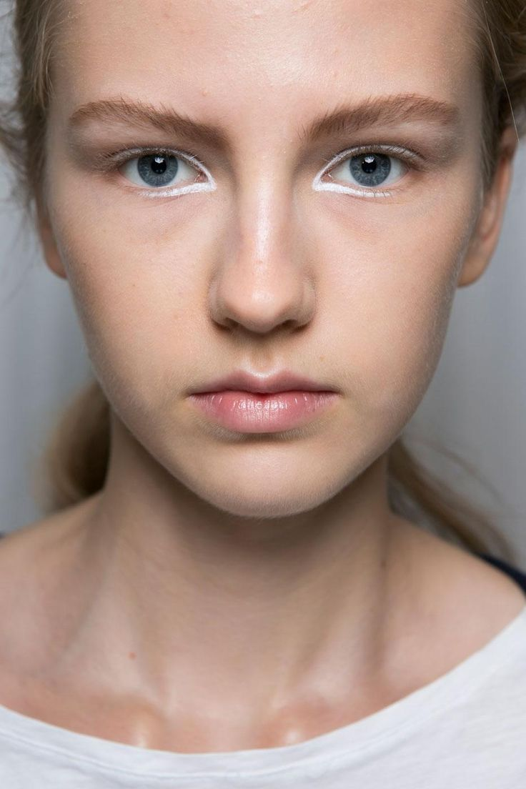 13 Must-See Beauty Trends from Milan Fashion Week Spring 2016 | Rimmed white liner for Aquilano Rimondi's SS 2016 runway | @StyleCasterBeauty