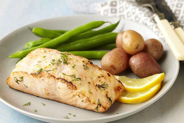 La tartinade MIRACLE WHIP contribue à préserver toute la saveur de ce poisson grillé.