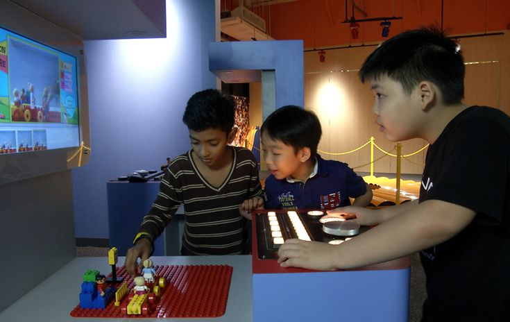 Kids trying out Stop motion movie maker at KidStop.