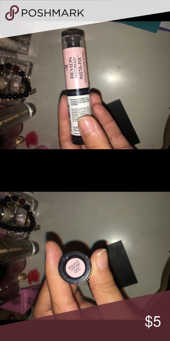 Revlon Highlighting Stick Very Pretty Highlighting stick . Used once , no longer need it . Makeup Luminizer