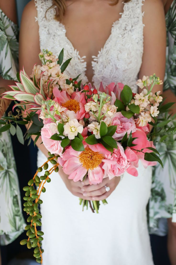 Tropical Florida wedding bouquet ideas and inspiration (Lifelong Photography Studio)