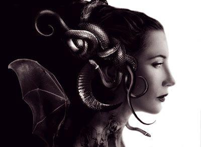 POR Alicia Le VanPara el siglo VI a.C., la imagen de Medusa como símbolo antiguo de poder y sabiduría femeninos se volvió inaceptable: sus ritos fueron interrumpidos, sus santuarios invadidos y sus…
