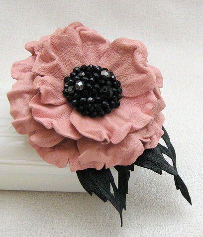 Il tutorial per la spilla a fiore