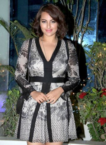 Sonakshi Sinha Photos, latest pictures & Images - 570412 - Sonakshi Sinha is…