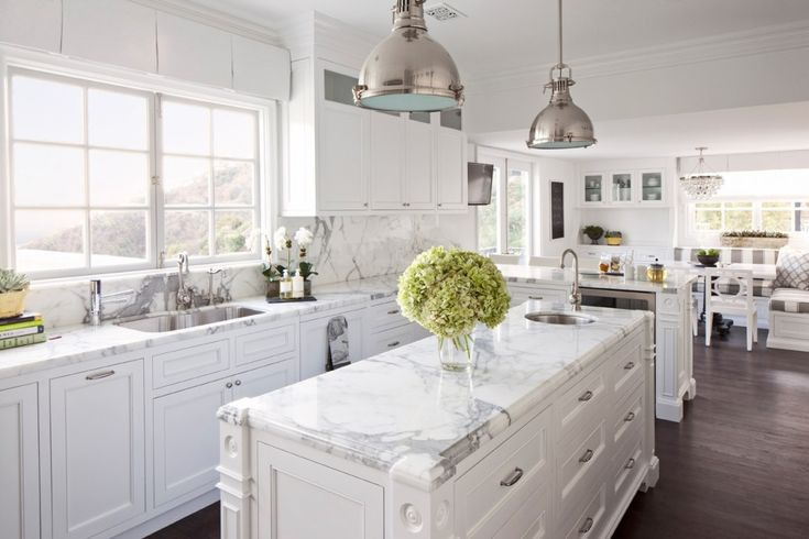 Hamptons style white kitchen with shaker cabinets marble - White kitchen marble ...