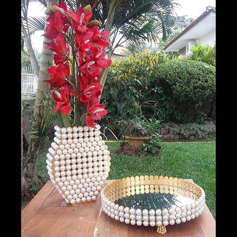 #perolas #conjunto #tudolindo #bomgosto #bandejas #bandeja #bandejaespelhada #bandejadeperolas #vasodeperolas #vasos #organizaedecora #artesanato
