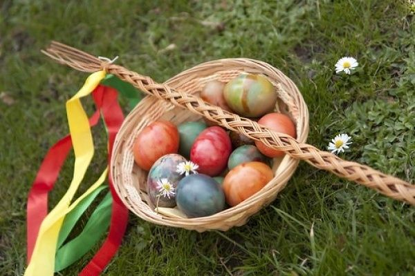 Un corbacho y los huevos. las necesidades de la pascua