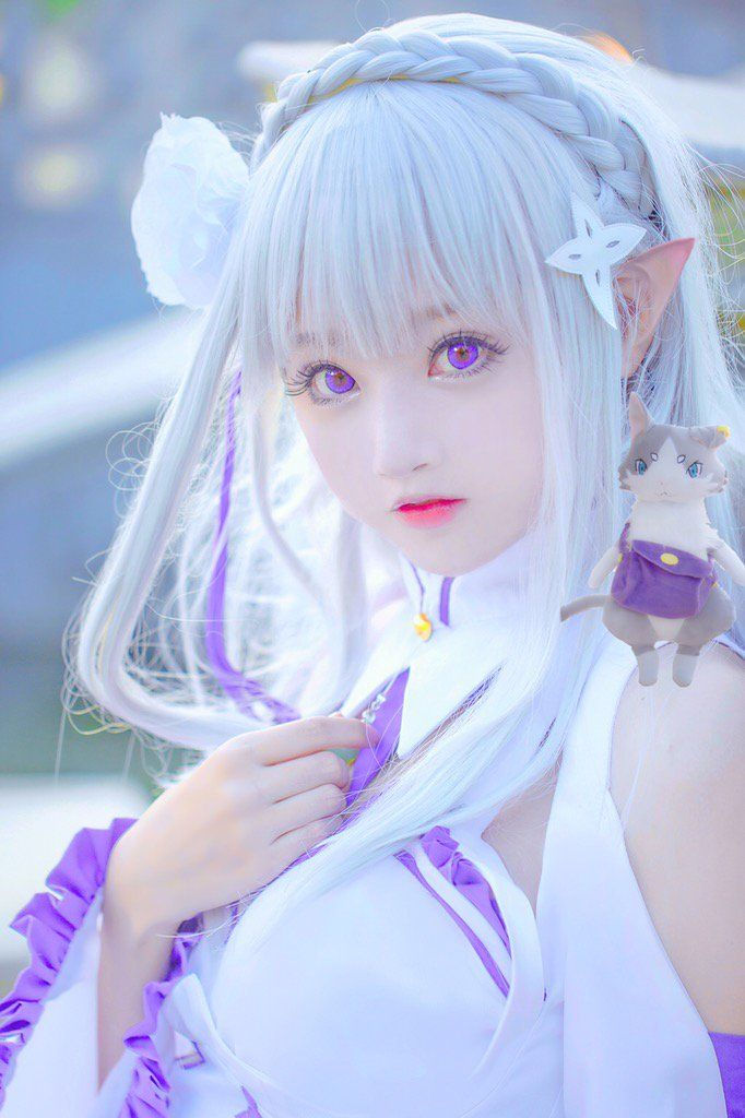 EMILIA Cosplay from Re:Zero// I don't think that she's supposed to look so childish...