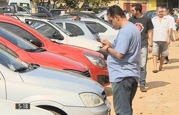 Venda de veículos usados fica quase estável em 2016, diz Fenabrave - https://anoticiadodia.com/venda-de-veiculos-usados-fica-quase-estavel-em-2016-diz-fenabrave/
