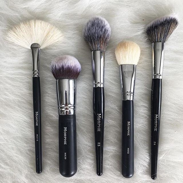 What are your top 5 brushes? Thank you @leahgperez for sharing your ride or die #morphebrushes ➡️➡️ M310, M439, E3, MB23 and E4 www.morphebrushes.com #morphegirl #morphebrushes