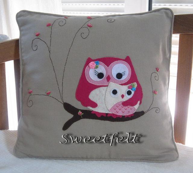 ♥♥♥ E como não há 2 sem 3 ... mais uma mãe coruja!!! by sweetfelt \ ideias em feltro, via Flickr