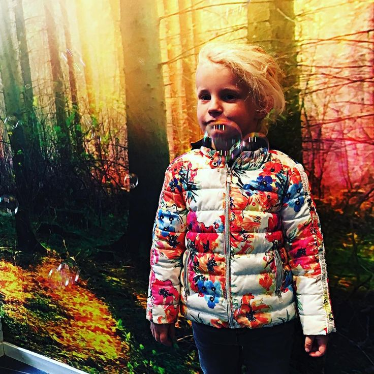 •Bubbles Shooter• #instaphoto #instagirl #instacute #cutegirl #model #sweden #photographer #kidsfashion #kidswear #kiddos #girlboss #killerscut #lovetouch