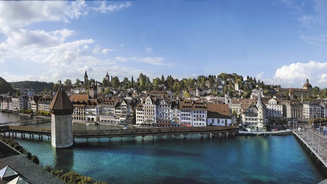 Oldest bridge in Europe in Lucern, SwitzerlandTravelsfavorit Places, Luzern Switzerland, Oldest Bridges, Cities Sketches, Favorite Places, Holiday Destinations, Lucerna Suiza, European Wonder, Lucerne Switzerland