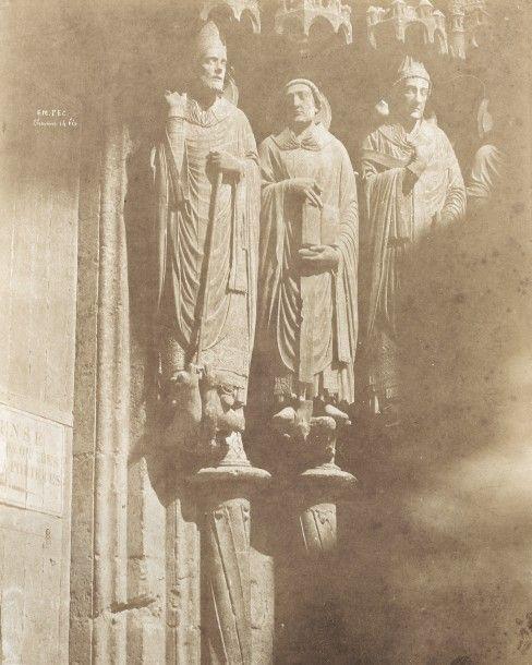 Émile PÉCARRÈRE (1816-1904). Figures du portail de la cathédrale. Chartres (Eure-et-Loir). 1851. Épreuve d'époque sur papier salé. Signature et mention « Em. PEC Chartres 14 bis » 33 x 21,8 cm