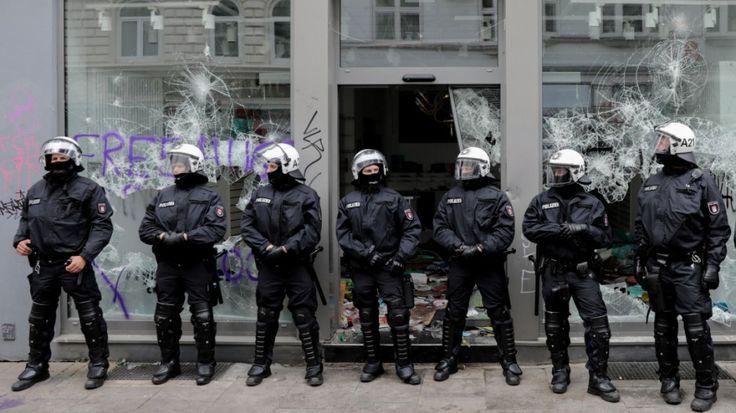 Randaliert haben die Randalierer, dafür kann man niemanden sonst verantwortlich machen. Trotzdem verwundert der Einsatz der Polizei: Sie reagiert nervös auf einzelne Flaschenwürfe – kann [...]