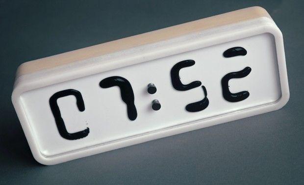 Damjan Stanković est un habitué du Red Dot Award, c'est la cinquième fois qu'il le remporte avec sa conception Rhei. Rhei est une horloge innovante, elle fonctionne avec du ferrofluide (liquide magnétique).  Il a fallu près d'un an à son inventeur pour concevoir ce prototype d'horloge électro-mécanique avec un affichage à cristaux liquides. Jamais auparavant une substance liquide a été dévoilée dans sa forme non raffinée, pure et contrôlée d'une manière qui lui permet d'afficher des…