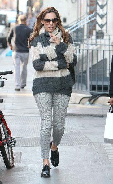 "Kelly Brook Photos - Model Kelly Brook goes shopping with a friend on February 23, 2012 in London, UK. The ""Piranha 3D"" starlett was sporting a giant ring on her finger. - Kelly Brook Photos - 7998 of 11473"