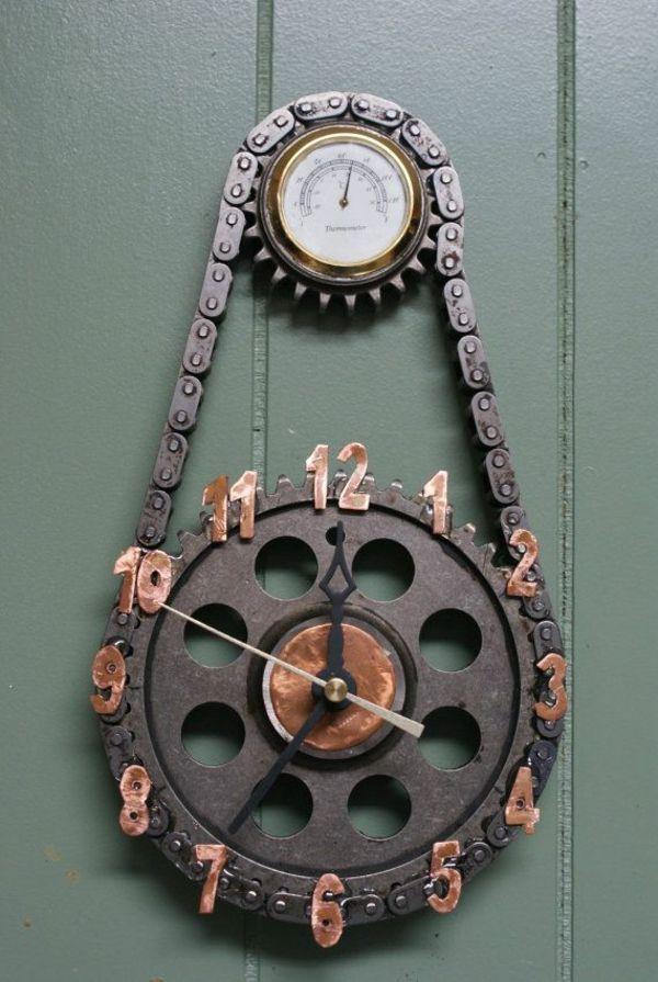 Wanduhr mit Metallkette im Industrial Chic Style. Designermöbel im Industrielook.