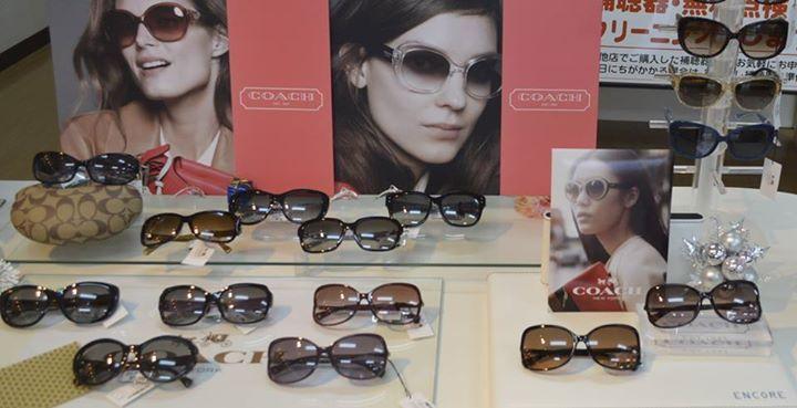 ☆COACHのサングラス☆ ニューヨーク発70年の歴史を誇る 「COACH」ブランドのサングラスです。 アメリカアーティスト達にも人気! おしゃれなファッションツールにド ライブなど おでかけ時にもおすすめのサングラスです!(720×369)