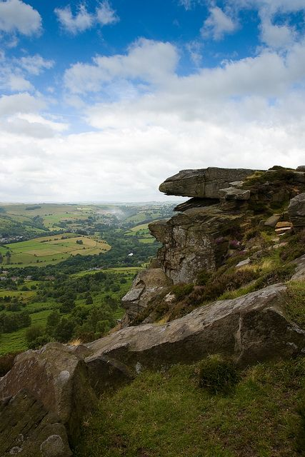 Curbar Edge in the Peak District, Derbyshire | England. Famous scene in Pride and Prejudice with Elizabeth standing on this rock