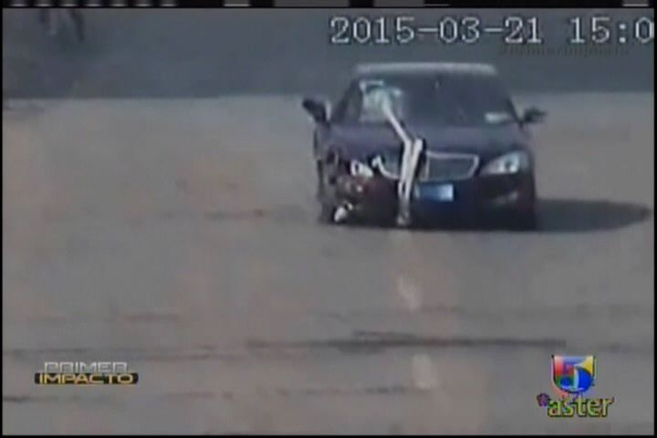 Captado En Video: Una Mujer Conduciendo Borracha #Video