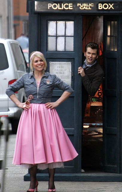 PHOTOS: David Tennant & Billie Piper Filming Doctor Who - The Idiot's Lantern #ThrowbackThursday