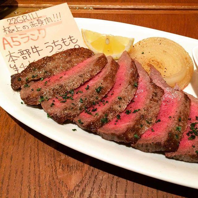 そろそろビーチパーティーでBBQしたいなーって思ってたら頭の中と口が肉、肉、肉になっております😋 ※写真は過去のヤツです。 #肉 #牛肉 #赤身肉 #ビーチパーティー #バーベキュー #bbq #ステーキ #本部牛 #a5 #ビール #ワイン #おもろまち #那覇 #沖縄 #beef #steak #beachparty #beer #wine #delicious #japanesestyle #summer #okinawa #japan #feb2017 #22grill