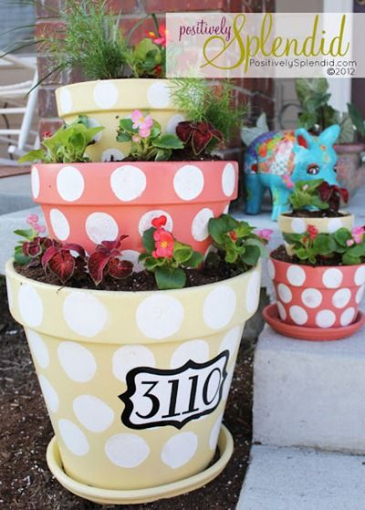 pots: Ideas, Flowers Pots, Tiered Planters, Flower Pots, Flowers Planters, House Numbers, Polka Dots Tiered, Front Porches, Houses Numbers