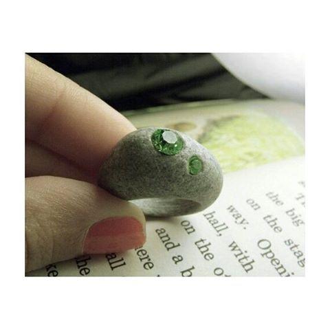 2011'den... #tbt #soldonetsy #sold #standoneart #etsy #etsysellersofinstagram #etsyjewelry #stone #pebble #beachstone #stonejewelry #sculpturaljewelry #naturaljewelry #engraved #handdrilled #inlaid #crystalstone #dremel #dremelmaker #ring #gift #taşyüzük #taştasarım #elyapımı #taşoyma #kakma #kristaltaş #yüzük #satıldı #bodrum