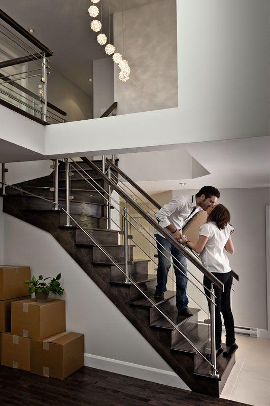 Les barreaux horizontaux en inox se prêtent bien aux décors minimalistes. / Horizontal stainless steel is entirely suited to streamlined decors