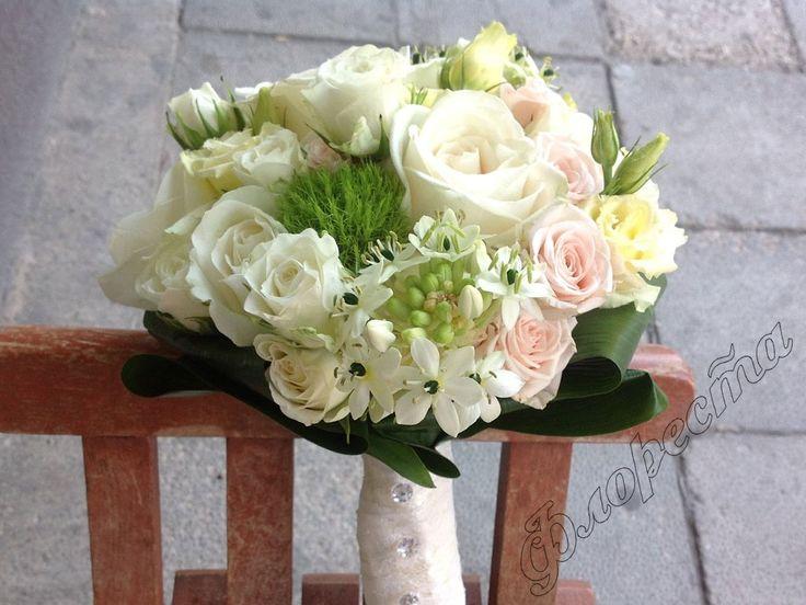 Bridal bouquet of ornithogalum, rose, lisianthus and carnation