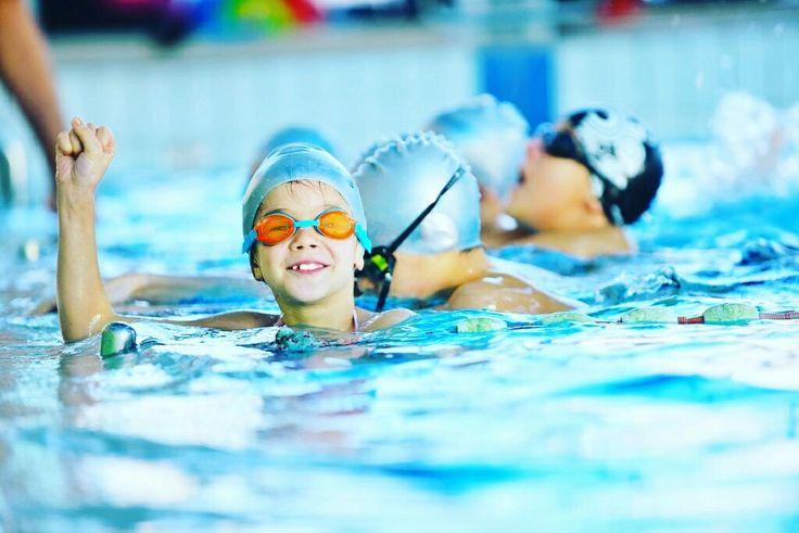 Activitatea fizică ne face să ne menţinem sănătoşi şi inteligenţi pe măsură ce înaintăm în vârstă.   Hailainot #www.aquaswim.ro  Dacă nu facem mişcare, muşchii ni se atrofiază. În timpul antrenamentelor, sângele este pus în mişcare, iar creierul îsi menţine o formă mai bună.  Alegesanatos #aquaswim #fasport O oră pe zi nu este mult, poate nu la sala de fitness, dar acasă sau în parc, odihniţi-vă mintea, lucrându-vă trupul! hailabazin #traiestesanatos