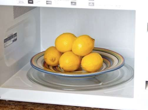 Speaking of lemons, get more juice for your money by popping them in the microwave for 15 seconds be... - Home Hacks