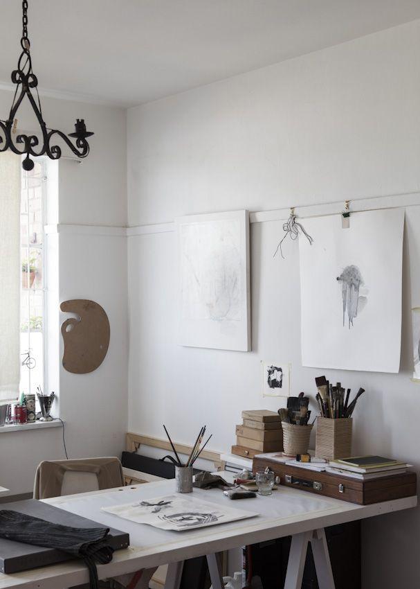 Je veux que mon atelier soit comme ça avec des épingles pour accrocher des dessins tout autour // david ross