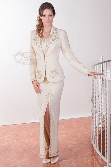 645- egyedi zsinóros alkalmi kosztüm hosszú szoknyával. Polgári szertartásra 482b06b4b9