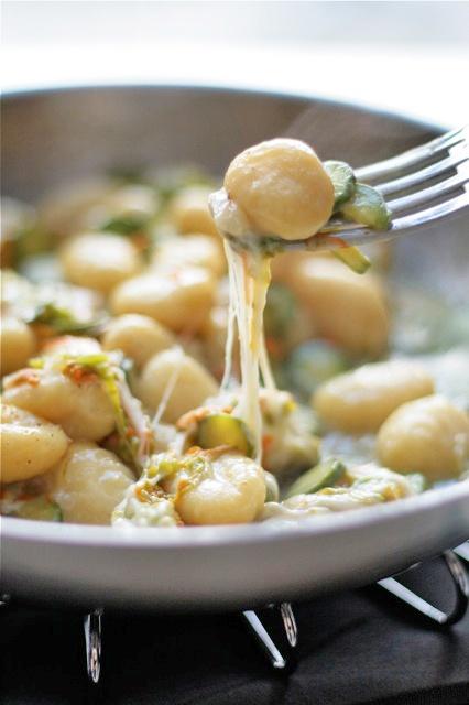 Gnocchi, fior di zucchina e mozzarella di bufala.
